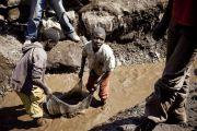 Enfants dans les mines de cobalt: plainte contre des géants du web